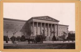 Budapest. Nemzeti Muzeum. - National-Museum. Verlag V. Römmler & Jonas K.S. Hof-Photogr. 1887 (?) - Foto