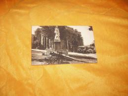 CARTE POSTALE ANCIENNE NON CIRCULEE DATE ?. / LATOUR D'AUVERGNE.- LE MONUMENT AUX MORTS... - France
