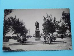 Senegal Standbeeld - Anno 19?? ( Colonial Photo E. SURSOCK  Saint Louis - Voir/zie Foto´s Voor Details ) !! - Sénégal