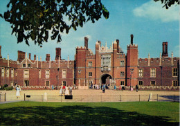 HAMPTON COURT PALACE-THE GREAT GATEHOUSE AND MOAT BRIDGE  (NUOVA) - Middlesex