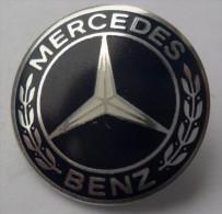 MERCEDES BENZ , PIN BADGE P1 - Mercedes