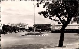 Cp Meknès Marokko, Place De Gaulle Et L'Aveneue De La Republique - Maroc