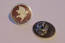 Distintivo Torino Calcio Distintivi FootBall Soccer Pin Spilla Pins Toro Granata Italy - Calcio