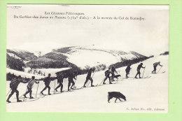 Skieurs Au COL DE BONNEFOY, Saint Martial. 2 Scans. Du Gerbier Des Joncs Au Mezenc. Cévennes Pittoresques. Ed. Artige - France