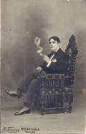 CARTE PHOTO  - HOMME ASSIS FUME  PH.J. FERRERA TOULON - Anonieme Personen