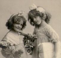 Jolies Fillettes Et Cadeaux, Rubans Dans Les Cheveux, 1913, RPH 2187/5, Jolie Fillette, Robe, Mode, 2 Scans - Portraits