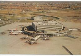 INTERNATIONAL AIRPORT, Toronto , Vintage Old Postcard - Aerodromi