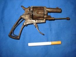 épave Petit Revolver Ancien - Decorative Weapons