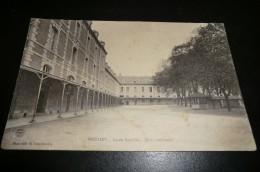 CPA 03 MOULINS. Lycée Banville. Cour Intérieure. - Moulins