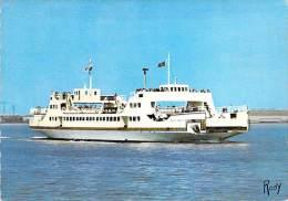 """BATEAU - FERRIES: Ferry Le """" SAINT BREVIN """" Saint Nazaine - Mindin - CPSM GF - - Paquebote"""