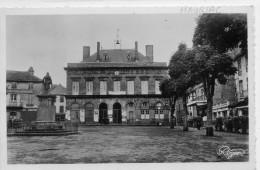 15  MAURIAC           La Place De La Mairie - Mauriac