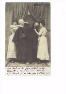 Carte Photo Spectacle Théatre ? - 1903 - Femme Homme Costume Curé Thème Mode Robe Dentelle épaules Nues - Théâtre