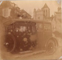 Photo Originale Voiture - Automobile Avec Chauffeur - Tacot - Enfant Debout à L'arrière Pour La Photo Avec Mère - Automobili