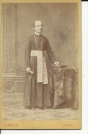 CABINET  PHOTO,  CDV   --  PESTEN, HUNGARY--  PRIEST  --  FOTOGR. : KLOSZG  -- 10,5 Cm  X 6,5 Cm - Ancianas (antes De 1900)