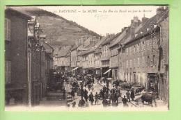 LA MURE - Rue Du BREUIL Un Jour De Marché - Beau Plan Animé - 2 Scans - La Mure