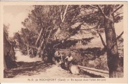 CP Notre-Dame De Rochefort -En èquipe Dans L'allée Des Pins- - Unclassified