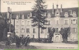 -- 86 -- LA PUYE -- COMMUNAUTE DES FILLES DE LA CROIX  -- COUR D'ENTREE  --  FACADE DE DROITE - Francia