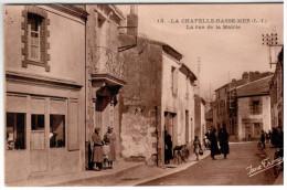 CPA LA CHAPELLE BASSE MER 44 LA RUE DE LA MAIRIE BELLE ANIMATION - La Chapelle Basse-Mer