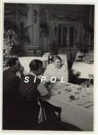 Diner Dans Un  Hotel De Gürnigel  - Cantoin De Berne Suisse - Vers 1930 Cliché Sur Papier Brillant De 12.5 X 17.5 Cm En - Persone Anonimi