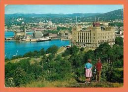 A493 / 095 NORVEGE Oslo Vue Sur Le Port ( Voiture ) ( Bateau ) - Cartes Postales