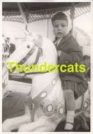ANCIENNE PHOTO FETE FORAINE CARROUSEL ** VINTAGE PHOTO FUN FAIR **FILLE GIRL LEFEVERE OOSTENDE - Personnes Anonymes