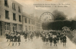 BOURG LA REINE GRANDE RUE INSTITUTION DE JEUNES FILLES EN RECREATION - Bourg La Reine