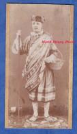 Photo Ancienne Avant 1900 - Portrait D'un Homme En Costume - Théatre Ou Folklore Régional ? Mode Vintage - Photos