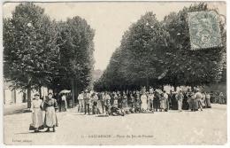CPA Gallardon - Place Du Jeu De Paume Animée (28) - Autres Communes
