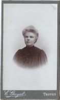 Photographie Sur Carton/Petit Format/Buste De Femme Avec Belle Doiffure/Troyes/Vers 1905      PHOTN56 - Non Classificati
