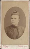 Photographie Sur Carton/Petit Format/Femme Au Chignon/Guyot / Troyes /Vers 1890- 1900   PHOTN58 - Non Classificati