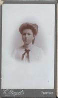 Photographie Sur Carton/Petit Format/Femme Au Noeud Papillon/Guyot / Troyes /Vers 1905- 1910   PHOTN59 - Non Classificati