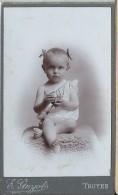 Photographie Sur Carton/Petit Format/Jeune Bébé Aux Couettes/Guyot / Troyes /Vers 1905- 1910   PHOTN61 - Non Classificati