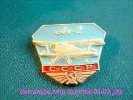 Soviet Airplane An-2 / Soviet Badge _01-03_1274_09 - Vliegtuigen