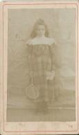 Photographie Montée Sur Carton/Petit Format/Jeune Fille Avsc Bouquet De Fleurs Et Raquette De Tennis/Vers1910   PHOTN68 - Non Classificati