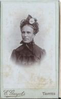 Photographie Montée Sur Carton/Femme Avec Chapeau à Fleurs/Guyot/Troyes/Vers1890-1900  PHOTN69 - Non Classificati