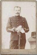 Photographie Montée Sur Carton /Grand Format//militaire En Pied Avec Sabre/Artillerie/Boisdon / Paris /Vers 1900 PHOTN80 - Non Classificati