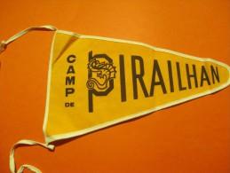 Drapeaux / Fanion Tissu/CAMP De PIRAILHAN/ Les RESERVOIRS/ /Années 60         DFA19 - Dépliants Touristiques