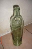 Bouteille Xix èverre Vert Pâle ,pastille Combier à Saumur ,cul Ogive .H:30 Cms ,D:8 Cms. - Autres Collections