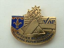 PIN´S HUISSIER DE JUSTICE - CHAMBRE DEPARTEMENTALE VAR - Administrations