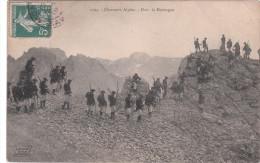 Carte Postale Ancienne - Montagne - Alpinisme - Militaires - Chasseurs Alpins - Dans La Montagne - Alpinisme