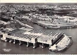 56 - LORIENT : Vue Générale Aérienne Vers Le Port De Pêche - Jolie CPSM Dentelée Noir Blanc Grand Format - Morbihan - Lorient