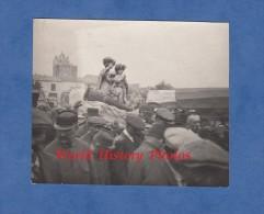 Photo Ancienne - SAINTES MARIES De La MER - Groupe De Poilu Lors D'une Procession - 1914 / 1918 - Guerra, Militari