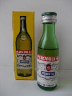 - Ancienne Mignonnette PERNOD 45 Avec Sa Boite En Carton - - Mignonnettes