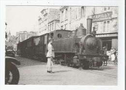 GRANVILLE (50) 181 TRAIN DE VOYAGEURS DANS LA TRAVERSEE DE GRANVILLE ANNEE 1934 LIGNE DE GRANVILLE A ST LO - Granville
