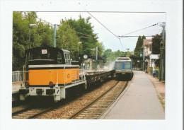 LOUVECIENNES (78) 173 CROISEMENT D'UN TRAIN DE VOYAGEURS AVEC RAME Z 6468 ET D'1 TRAIN DE TRAVAUX EN GARE 1990 - Louveciennes