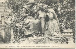 Berck Plage - Groupe Surmontant Le Monument Perrochaud Et Cazin - Berck