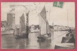85 - LES SABLES D'OLONNE---Entrée Du Port-bateaux--Pecheurs---animé - Sables D'Olonne
