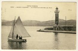 83 - St Tropez - Un Phare Et Entrée Du Port  - Barque De Pêcheurs ..... Année 1912 - Fischerei