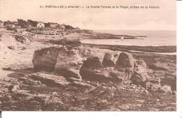 PREFAILLES   La Roche Percée Et La Plage - Préfailles