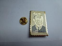 Beau Pin´s Dentelé , Format Timbre , Président USA , T. Woodrow Wilson - Celebrities